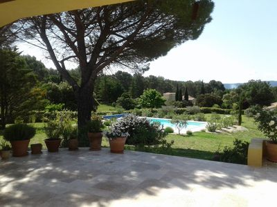 Photo for Luberon Beautiful air-conditioned villa with exceptional panorama Swimming pool Large garden