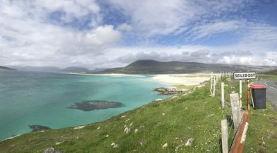 Photo for Beachside 5 bedroom property in stunning West Harris location