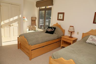 Mountain Twin Beds/Trundle. Private Bathroom