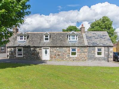 Photo for NIA ROO, family friendly, with open fire in Tomintoul, Ref 30297