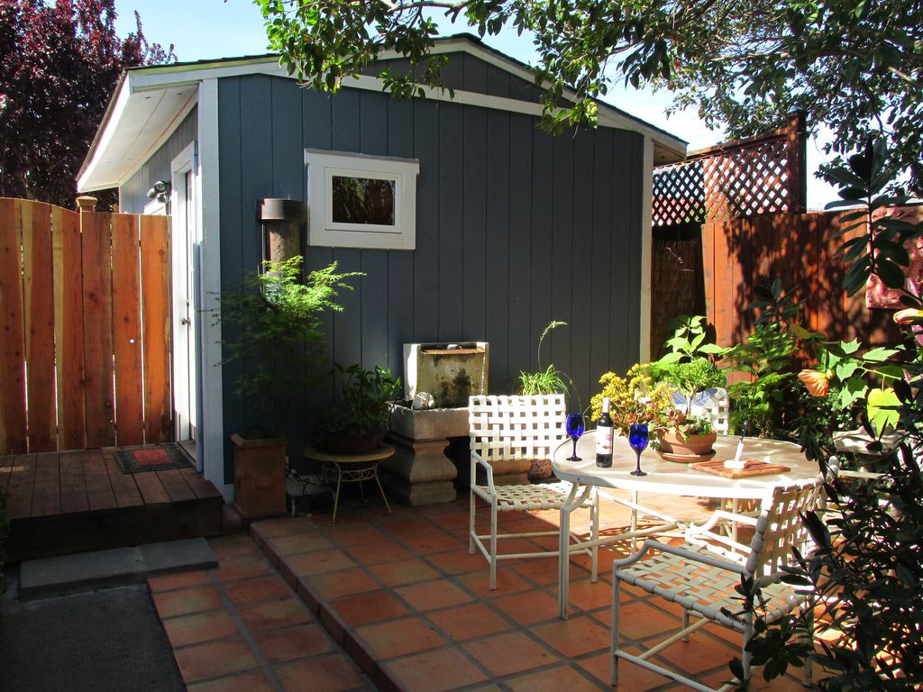 Beautiful Studio With Private Patio (owner Managed )