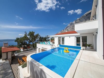 Photo for Beautiful private villa for 10 people with private pool, WIFI, A/C, hot tub, TV, balcony and par...