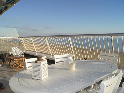 Photo for Apartment Type 3 facing the sea on the top floor, Benedict neighborhood in La Baule