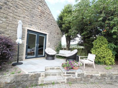 Photo for WILLOW COTTAGE, family friendly, with pool in Penistone, Ref 947615
