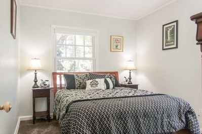 Wonderful cozy bedroom with pillow-top King bed.  Beautifully decorated.  Enjoy privacy or a cool Central Oregon breeze.