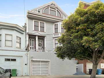 Renovated Two Bedroom Plus, Two Bath View Victorian