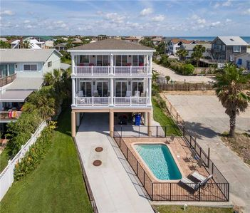 Our private swimming pool is an extra bonus! - The luxury of Pirates Paradise is evident from the start! And with five bedrooms, a private pool, elevator, and spectacular views, the whole family can enjoy this beautiful ocean front vacation rental wi