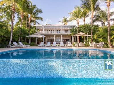 Short Walk to the Beach, Exclusive Villa, Enormous Infinity-Edge Swimming Pool and Terrace, WIFI