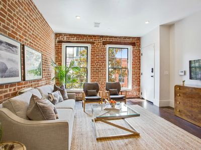 Photo for Stayloom's Sleek, Modern Apartment Near The French Quarter