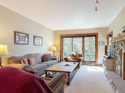 Photo for Mountain condo w/ski-in-ski-out access, fireplace, & shared pool and hot tub!