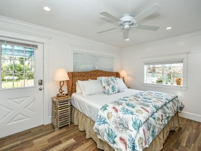 Photo for Tropical Breeze Resort - Private Patio and Courtyard Views. Kitchenette. Short Walk to Siesta Key Beach and Village. INCLUDED: Daily Housekeeping, Bikes, 2 Pools/1 Spa, Beach Chairs, Beach Towels, WiFi, Parking , Games, BBQs and More!