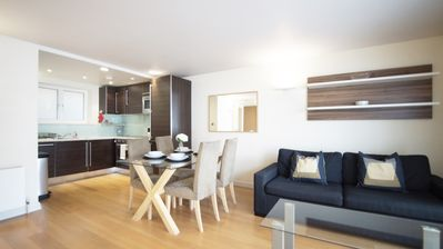 Photo for New 1 bedroom flat in Kensington (minutes from the Oxford street)