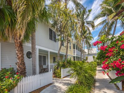 Photo for Cheery beach getaway near local attractions, w/shared pool & easy beach access