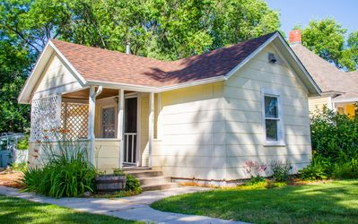 Photo for Pet Friendly Cottage located between Old Colorado City and Downtown!