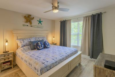 """Newly renovated bedroom with king size bed and 32"""" Smart TV"""