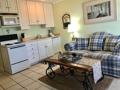 Fantastic ocean view and close to dining, shopping & Coligny!