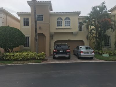 Photo for 4 BED 31/2 BATH HOME IN THE HEART OF AVENTURA