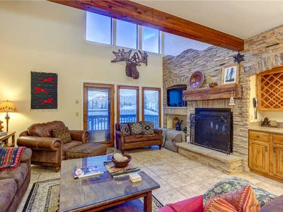 Best Location Ski Pad in Deer Valley! Right on the free shuttle route! Sleeps 9!
