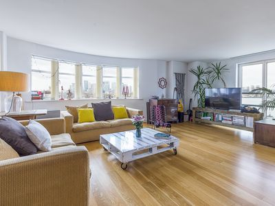 Photo for Amazing open-plan 2 bed, with views of the River Thames from the balcony (Veeve)