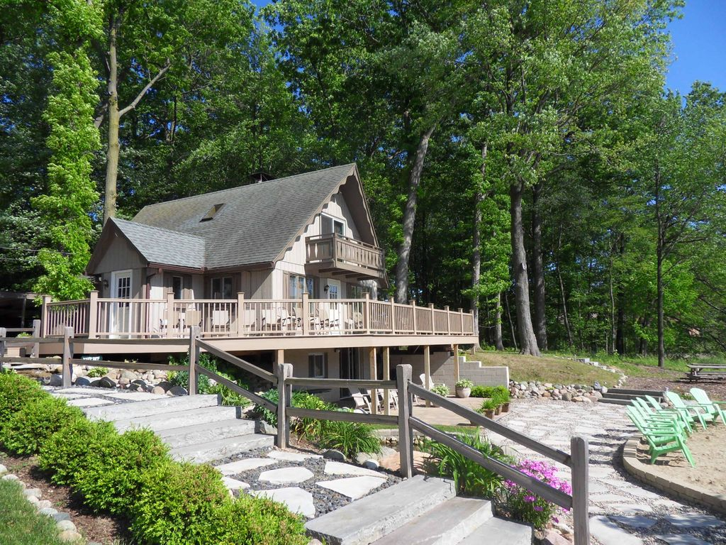 Stunning Waterfall Estate With Private HomeAway Highland - And architectural cottages on secluded private pond homeaway