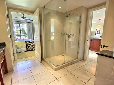 K b m hawaii ocean views family friendly 1 vrbo - Jack and jill style bathroom ...