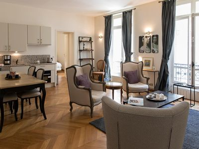 Photo for Charming 1 Bedroom Apartment in the 8th