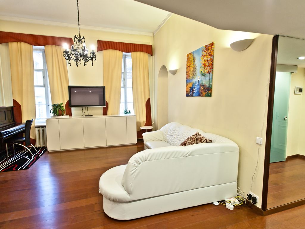 Spacious 2 5 Bedroom Apartment Nemezis