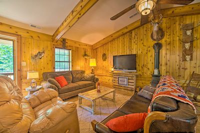 This vacation rental cabin serves as the perfect home base in Tuscumbia.