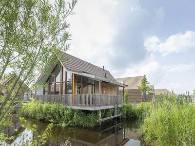 Photo for 6-person water residence in the holiday park Landal De Reeuwijkse Plassen - on the coast/the beach