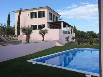Fantastic holiday villa in the hills above Santa Barbara de Nexe