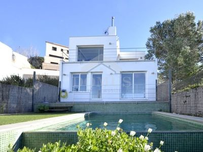 Photo for 3 bedroom Villa, sleeps 5 with Pool