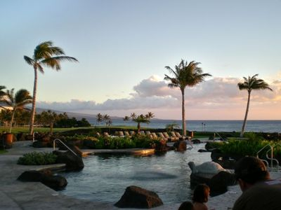 Evening at Hali'i Kai's exclusive Ocean Club pool