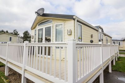Pet friendly caravan with decking in Great Yarmouth