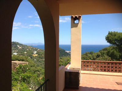 Photo for 3 bedroom Villa, sleeps 8 with FREE WiFi and Walk to Beach & Shops
