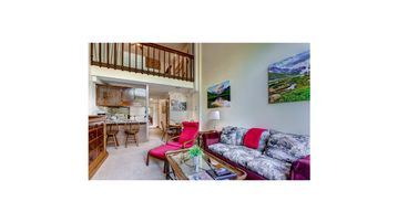 Vail Condo 1 BR with Loft Sleeps 5 Week Before Christmas