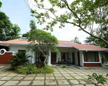 Photo for Villa Acres Green - In Hikkaduwa (Galle District)