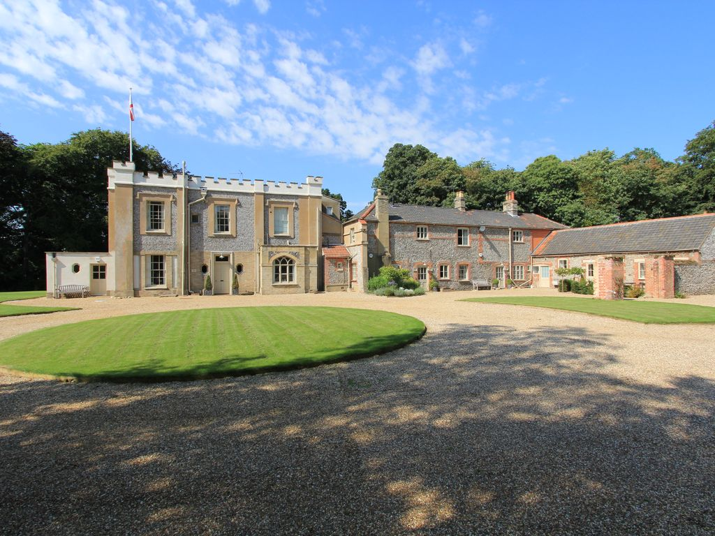 Eight bedroom main manor and a separate four bedroom gatehouse - The Grove Sleeps 36