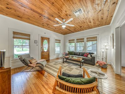 Photo for Beautifully decorated bungalow w/ amazing deck - steps to Schlitterbahn/river!