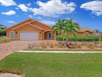 Photo for 435 Kendall Drive: 6  BR, 3  BA House in Marco Island, Sleeps 12