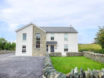 Photo for 6BR Cottage Vacation Rental in Holyhead
