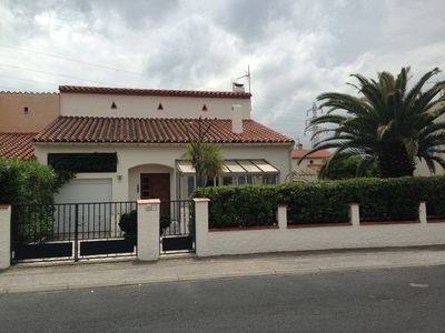 Photo for Spacious, well appointed village villa, with private pool - 5 km to Beach