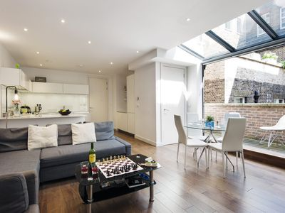 Photo for Bright Baker Street Apartment - AZS - Two Bedroom Apartment, Sleeps 6