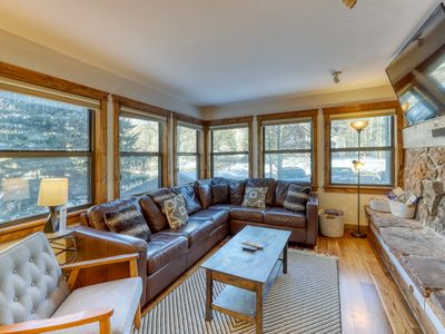 First floor condo w/ heated parking & hot tub access - close to ski hill!