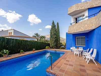 Photo for Lovely apartment for 8 people with WIFI, private pool, TV and parking
