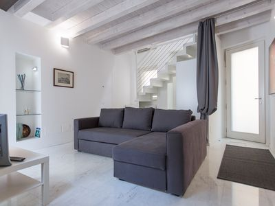 Photo for Dimora Tascherio-Charming apartment with 4 sleeps and private courtyard.