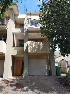 Photo for Very large 3 bedroom triplex located in Varsity lakes