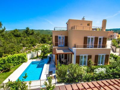 Photo for Holiday house Splitska for 1 - 8 persons with 3 bedrooms - Villa