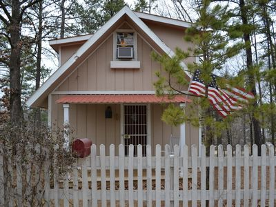 Cozy Cottage get away located on Lake Hamilton close to Oaklawn !!