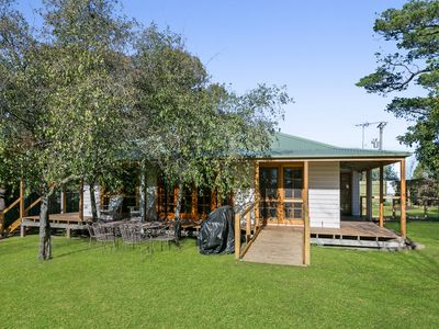 Photo for Colonial House with veranda overlooking the Taradale House Estate lawn