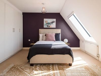 Photo for Bright 3 bed penthouse w/balcony in Oxford Circus